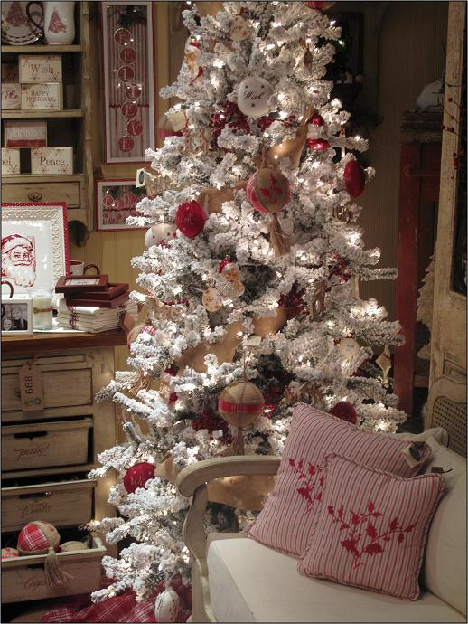 Christmas tree decorating ideas the holiday helper - Shabby chic christmas decorations to make ...