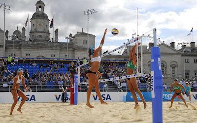 Chicas jugando Volleyball Playero en los Juegos Olímpicos de Londres 2012