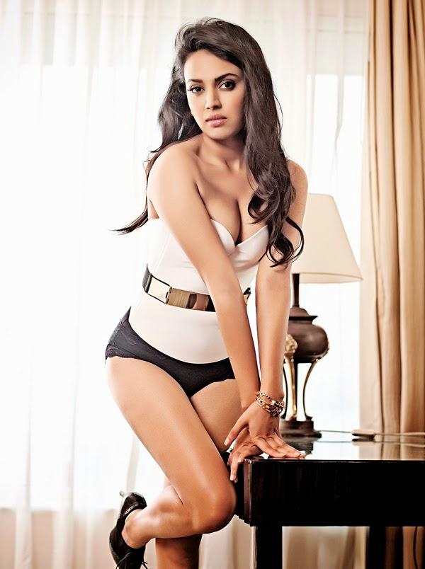 Swara_Bhaskar-looking-sexy-in-Maxim-magazine