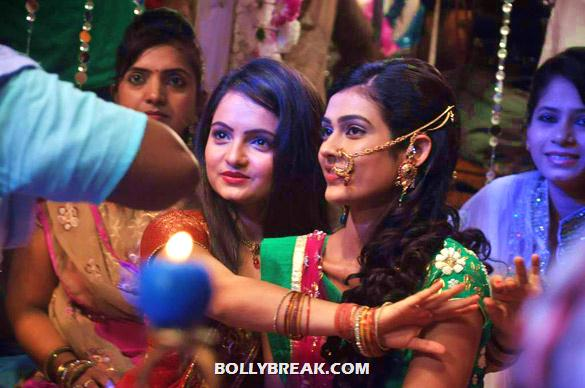 Giaa Manek, Aakanksha Singh - On the sets of TV serial 'Na Bole Tum Na Maine Kuch Kaha'