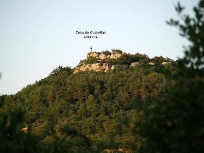 La Creu de Castellar des del Camí de Santa Coloma Sasserra al Coll de la Pollosa