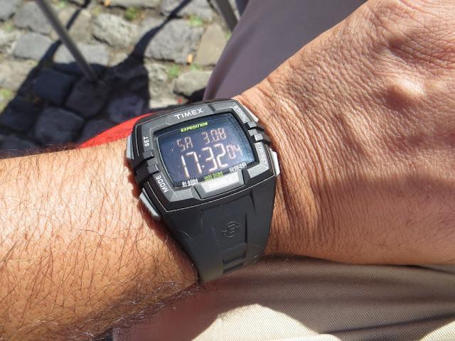 Fotografia macro de Relógio Digital de Pulso Timex modelo Expedition com luz Indiglo
