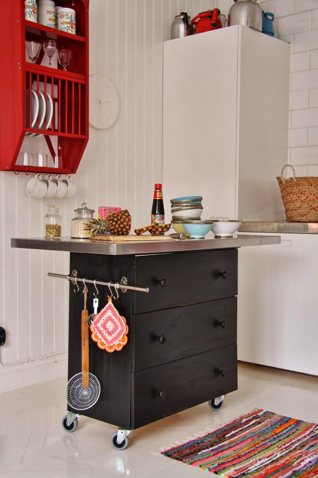 Sanna sania k ks av en byr for Muebles de cocina islas con ruedas