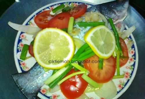 Resepi Siakap stim lemon yang mudah dan sedap.