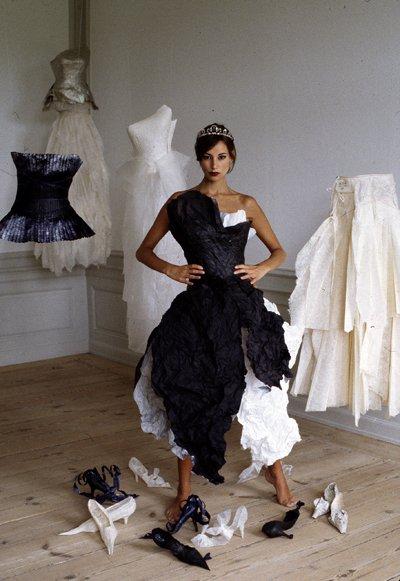 Paper fashion dresses | Futuristic style - Violise Lunn