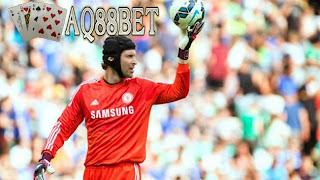 Bandar Bola - Setelah sempat ditahan, akhirnya Chelsea mengizinkan kiper Petr Cech untuk bernegosiasi dengan klub lain