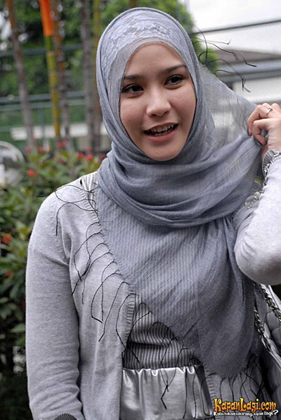 Tutorial Hijab Ala Zaskia Adya Mecca Cara Memakai Jilbab Tutorial ...
