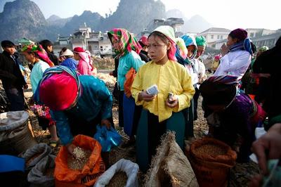 Cảnh chợ nhiều màu sắc ở Đồng Văn- Hà Giang