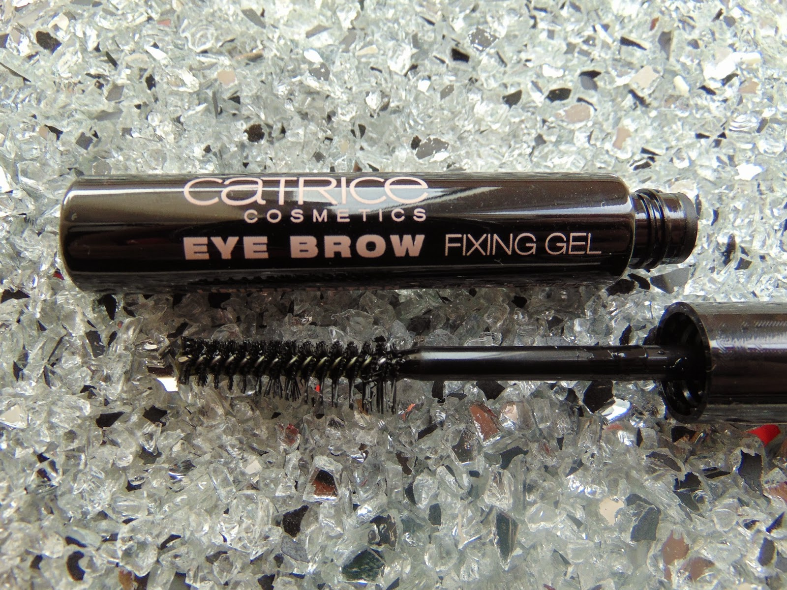 Catrice Eye Brow Fixing Gel - www.annitschkasblog.de