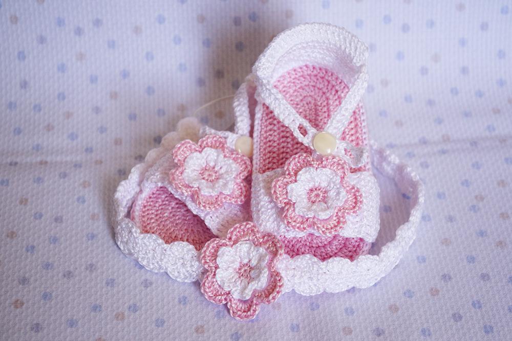 La aguja del sur sandalias rosas con diademas de for Diademas para bebes de ganchillo