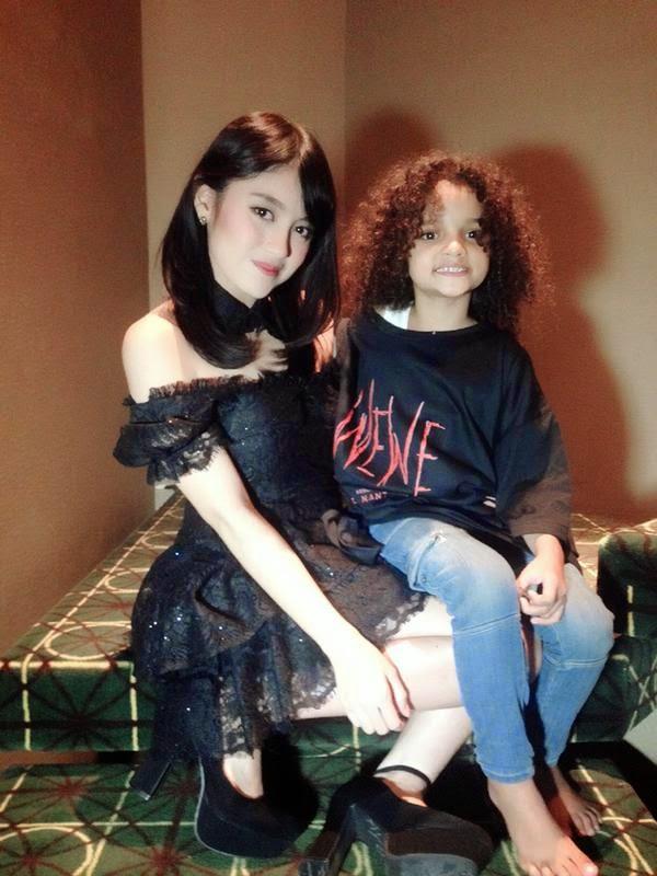Foto Nabilah JKT48 Dengan Adik Aruna Di Film Wewe