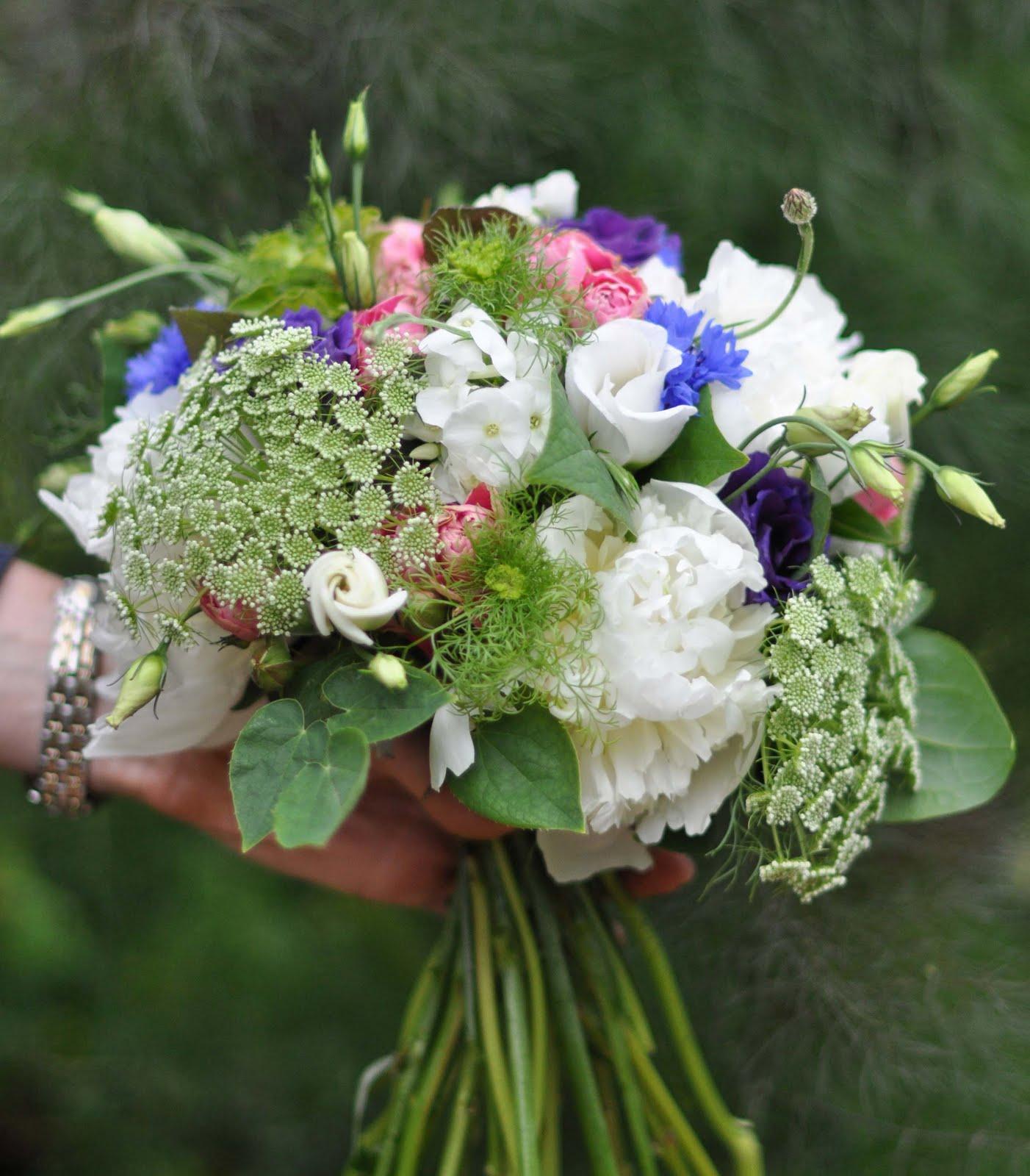 Bridal Bouquet In Mumbai : Spriggs florist summer wedding at the walled garden cowdray