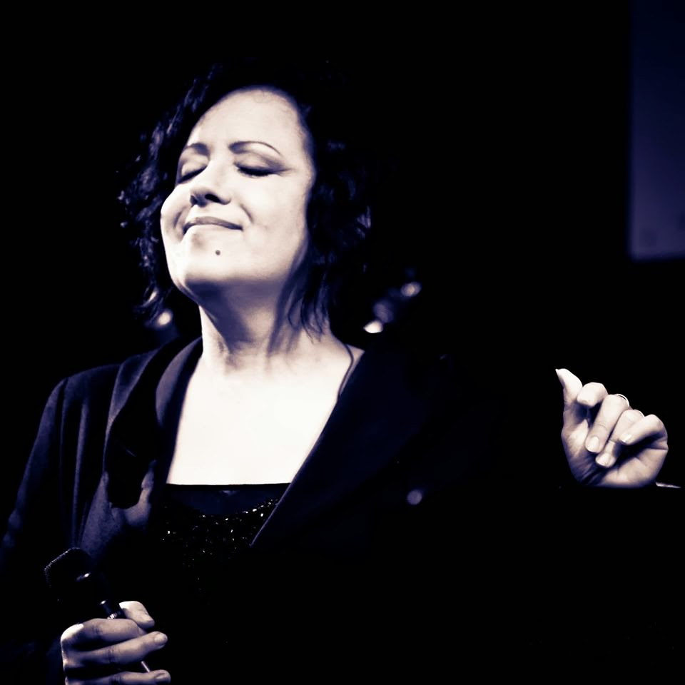 Antonella Ruggiero Da lontano testo lyrics translation Sanremo