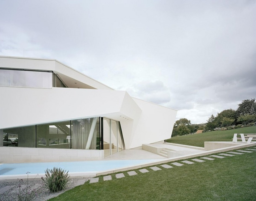 Swimming pool and facade of Villa Freundorf by Project A01 Architects