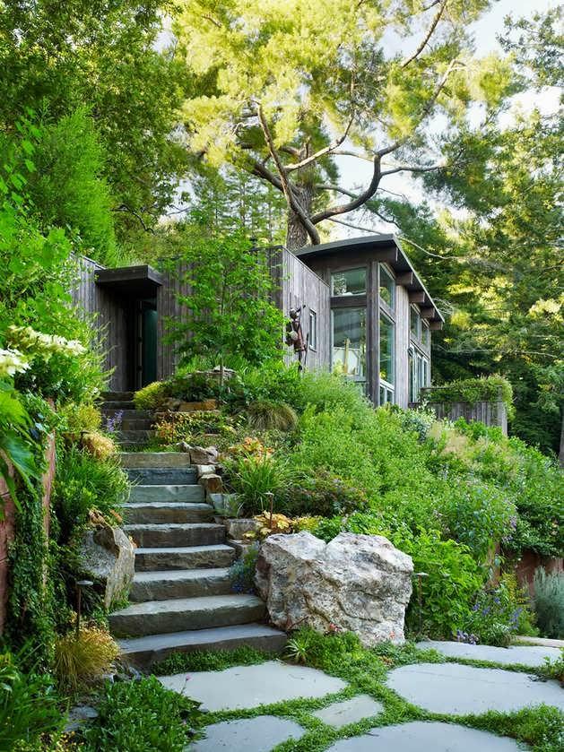Green Garden Vacation House Design with Rooftop Garden on California