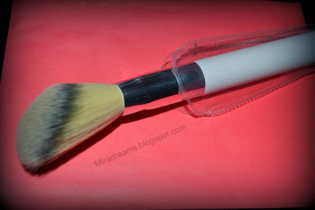 Colours in the world face brush KIKO