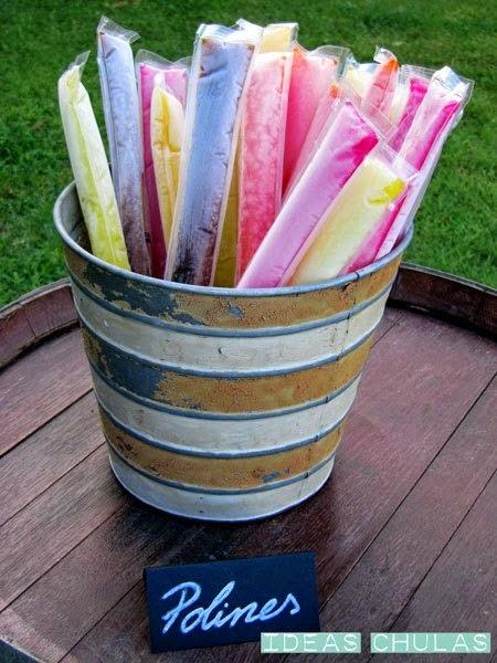 Polines en un recipiente para decorar mesas dulces