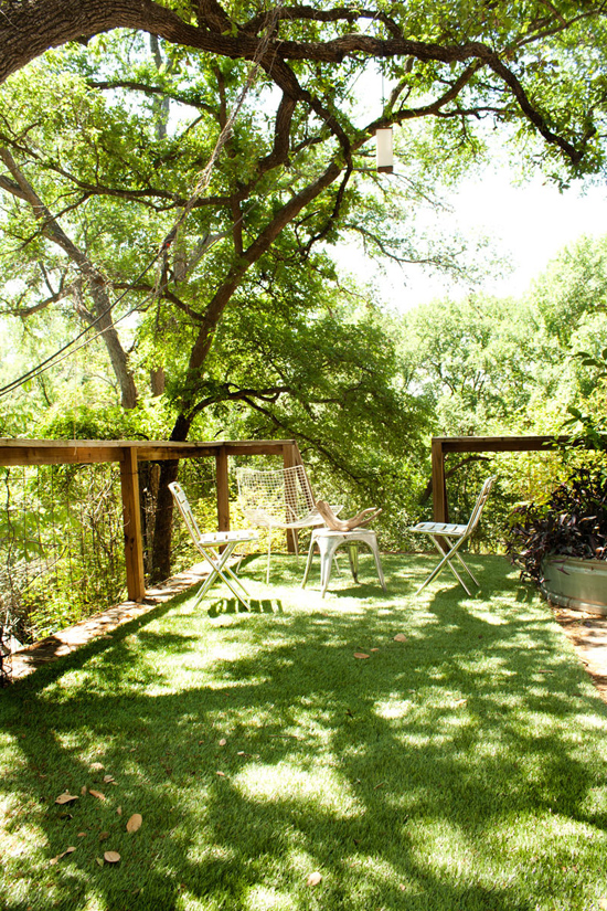 Refreshingly green outdoor spaces © Adrienne Breaux via @apttherapy  #outdoors