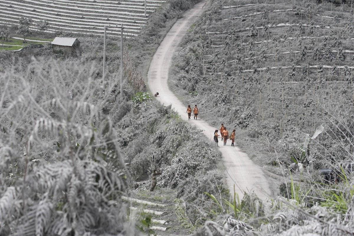15 Desa di Sinabung Diharuskan Mengungsi