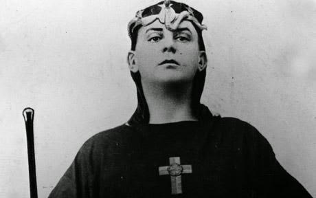 أليستر كراولي(1875 - 1947)ابن الشيطان واحد ظهوراته ومؤسس عباده الشيطان فى القرن العشرين_ الكاتب منصور عبد الحكيم 23939-kk2011082001