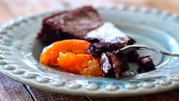 Receita de bolo de chocolate e azeite (com tangerinas em calda)