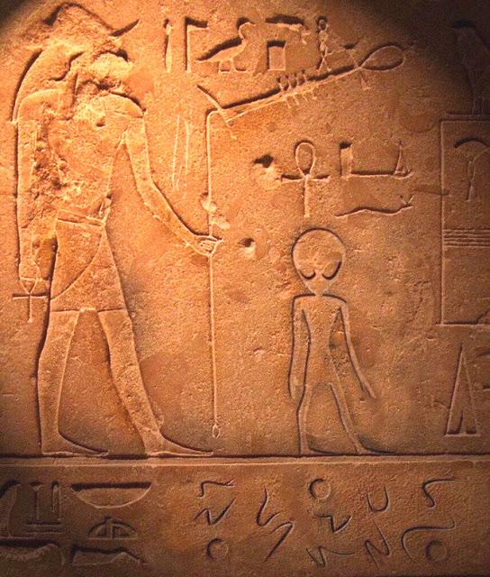 Hiéroglyphique extraterrestre dans l'Egypte ancienne? Réel ou Faux ?