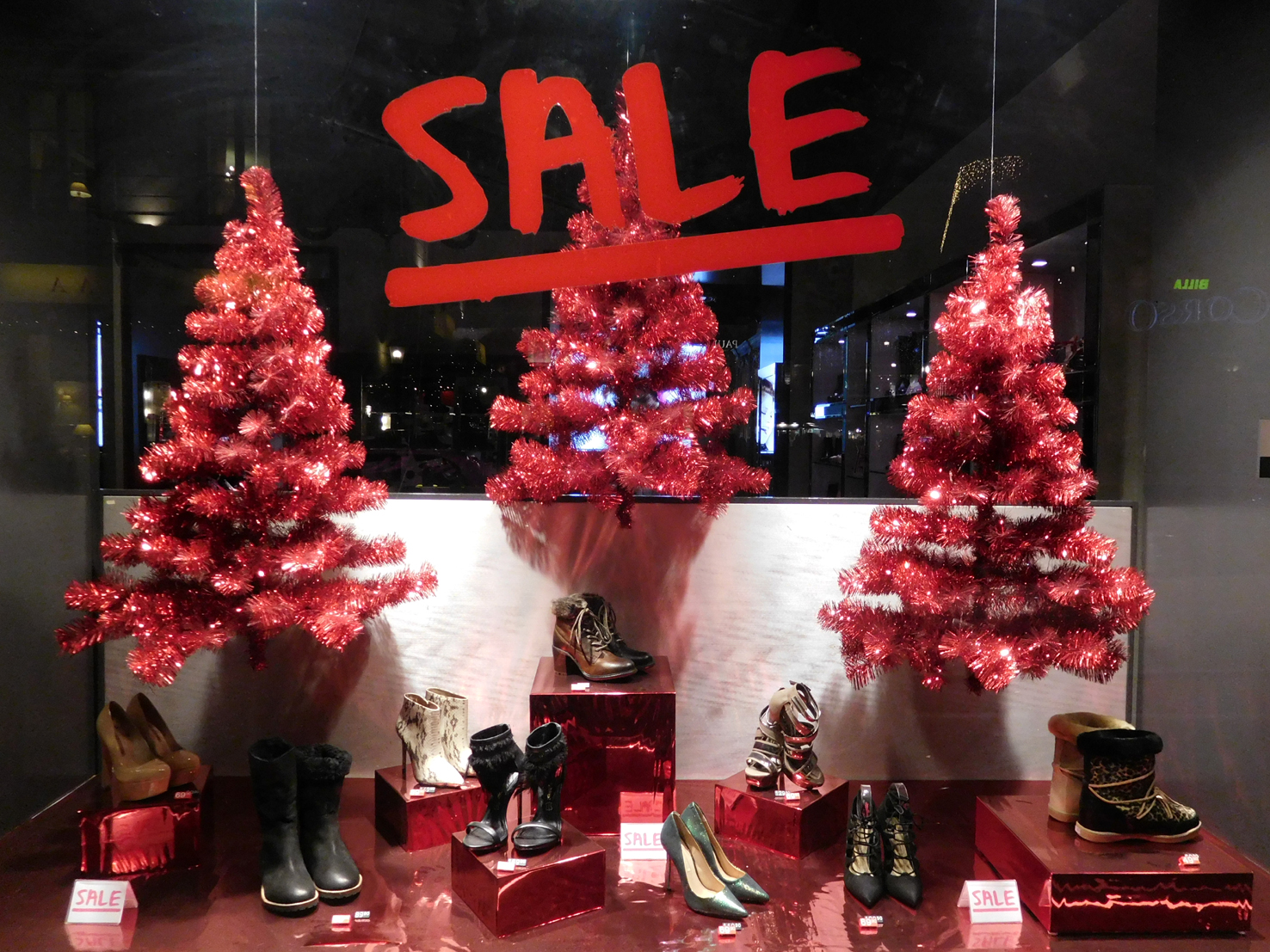 In Most Stores Christmas Sale Started On Monday. Based On My Own Experience  I Can Tell You That The Shopping Streets And Centers Were Crowded.