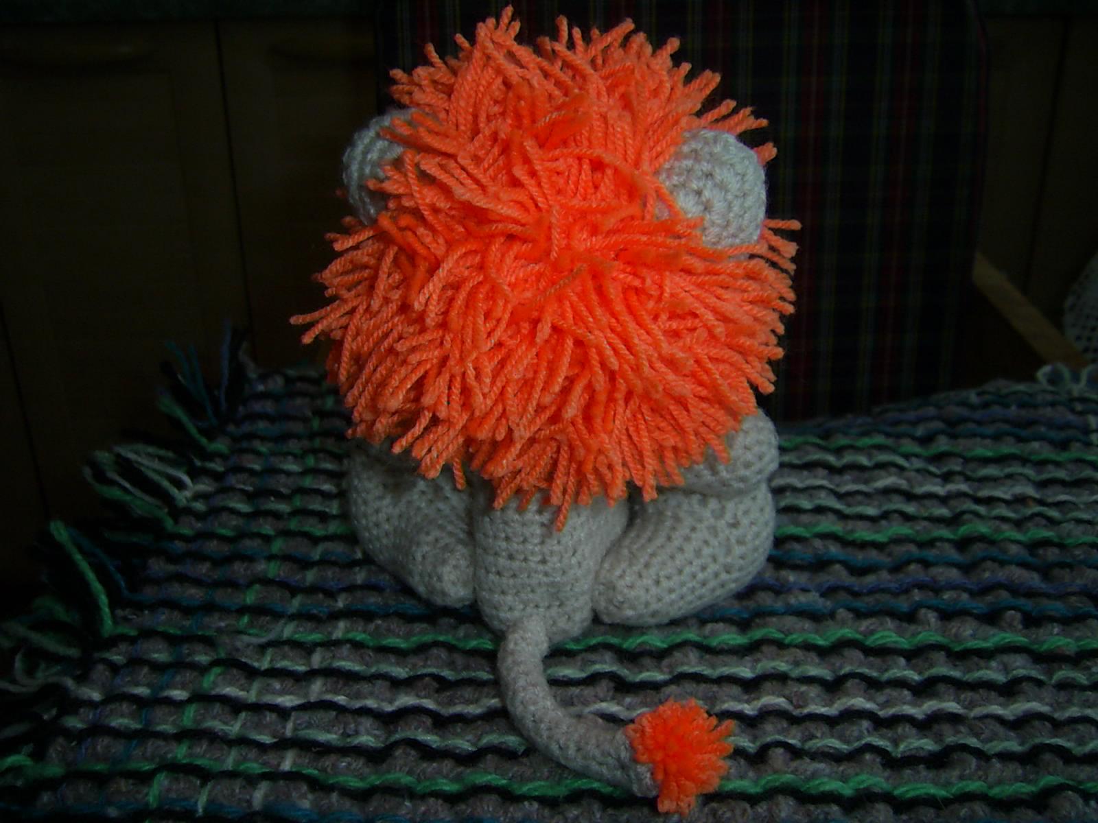 Львенок с оранжевой гривой