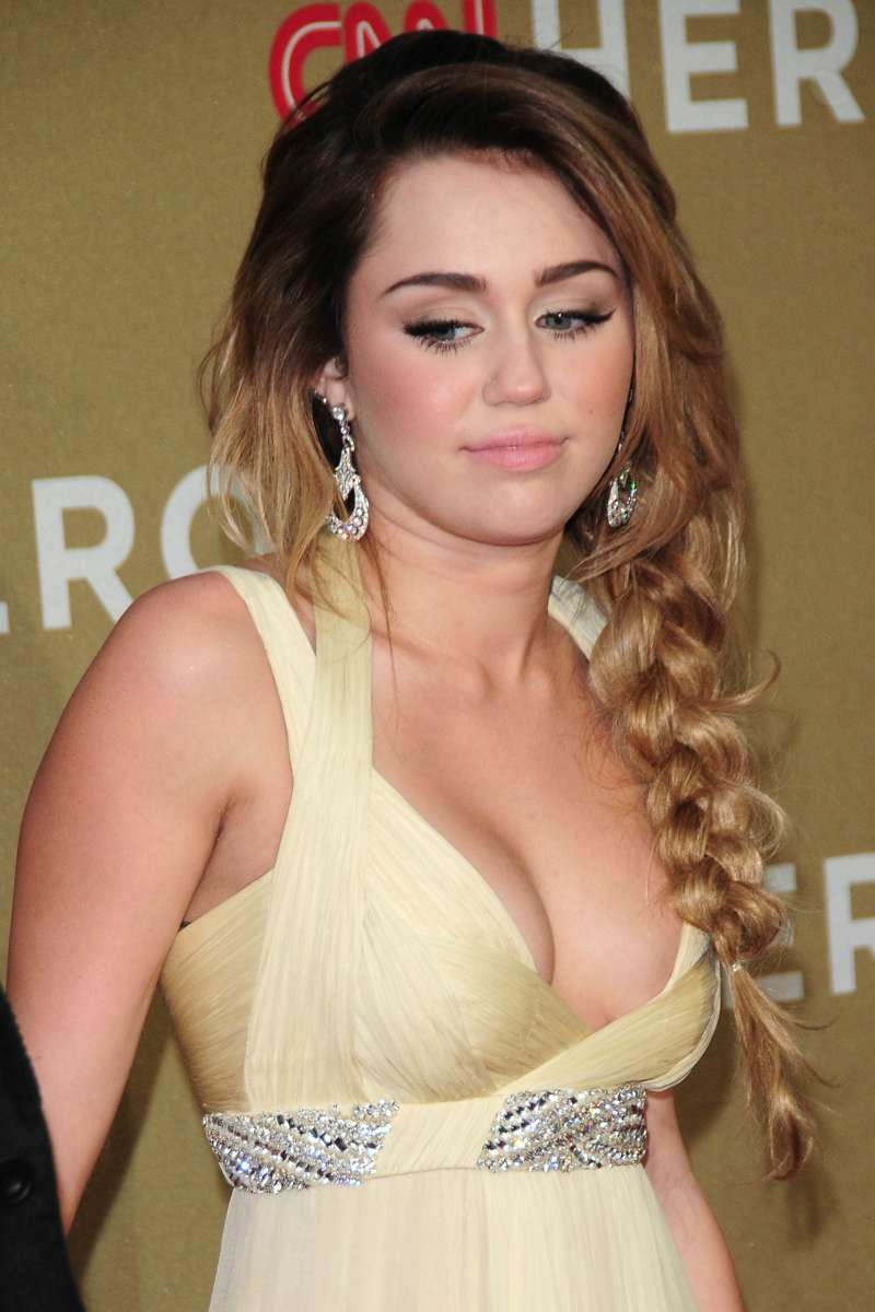 xxx miley cyrus cleavage