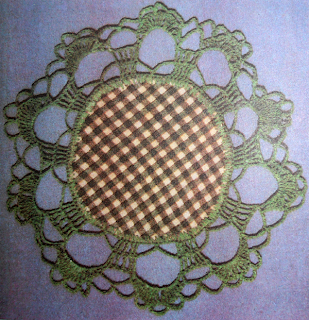 Как сделать салфетку из ткани с вязаной отделкой? Обвязывание салфетки крючком.