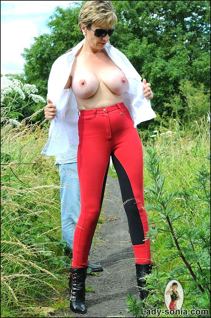 Mature Lovers Lady Sonia Mature Boobs Outdoor