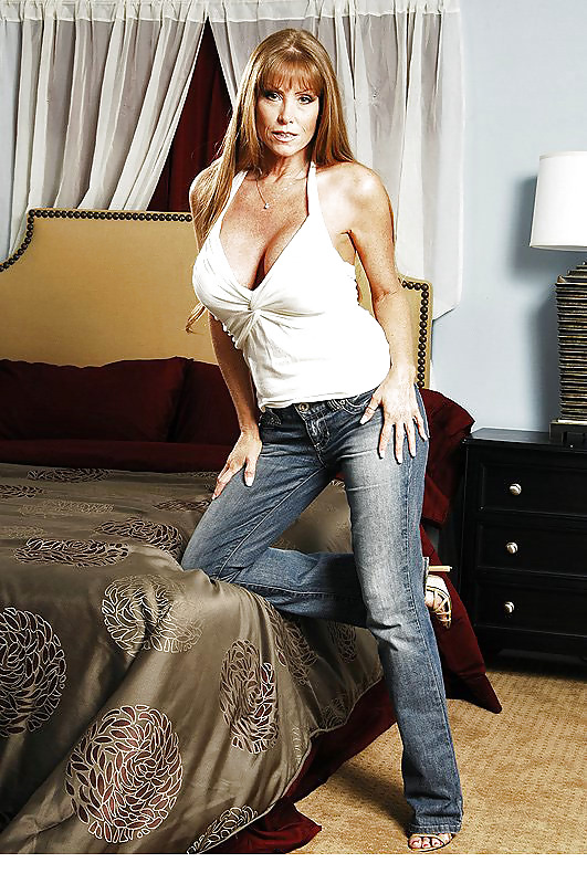 Busty stepmother Darla Crane   362538