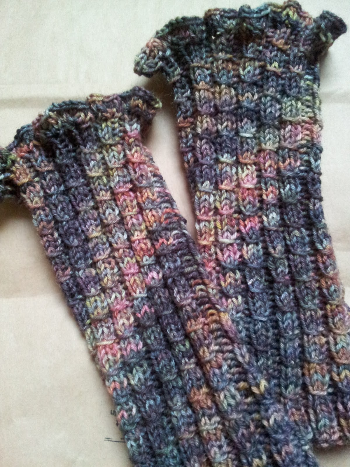 Knitting and so on: Bamboo & Ruffles Wrist Warmerswrist warmers
