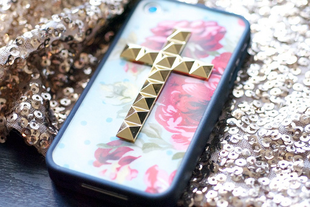 wildflower-iphone-case-floral-studded-cross