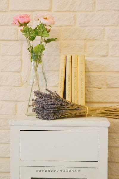 Romantic Restyling di un comodino - shabby&countrylife.blogspot.it