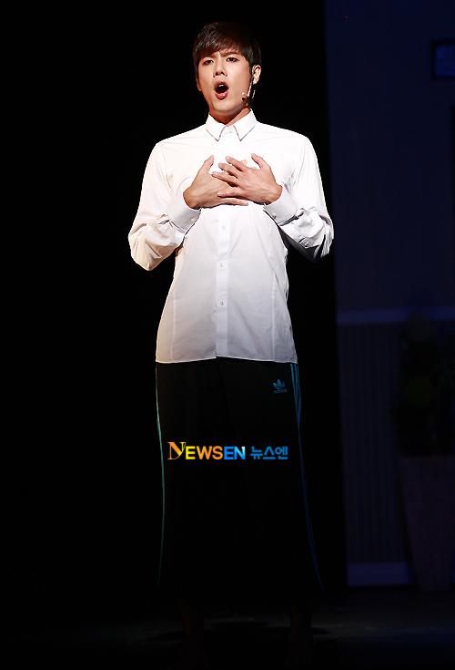 [MUSICAL] 08/04/2011 - KyuJong @ Goong Musical  - Page 4 KJ-Goong-media-05