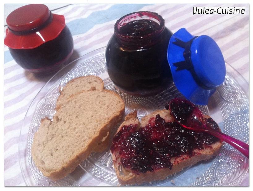 ma premi re confiture de fruits rouges au petit go t de rose blogs de cuisine. Black Bedroom Furniture Sets. Home Design Ideas