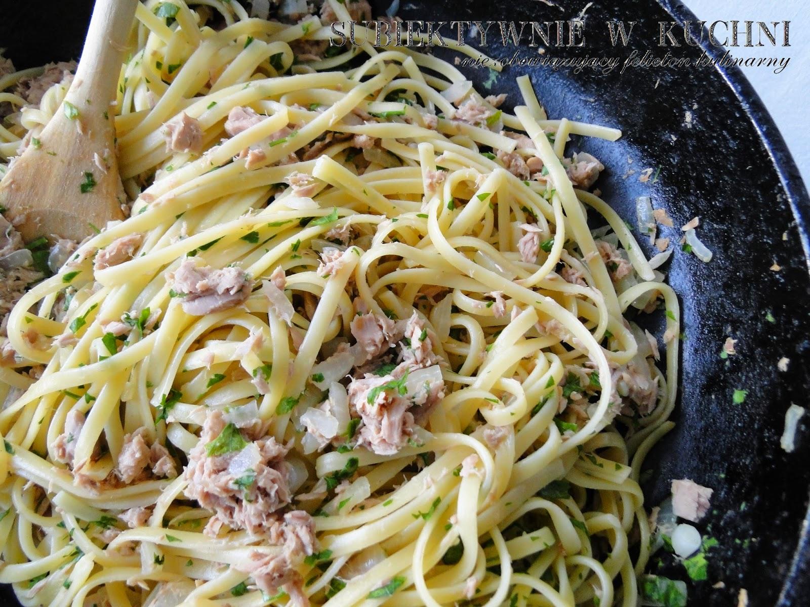 makaron, tuńczyk, obiad, pasta with tuna, pâtes au thon, Pasta mit Thunfisch, pasta con atún
