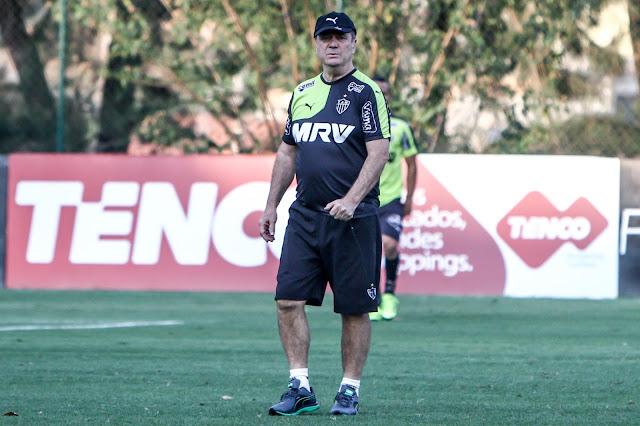 Assim como Mano Menezes, Levir Culpi não confirmou a escalação do Galo para domingo (Foto: Bruno Cantini/CAM)