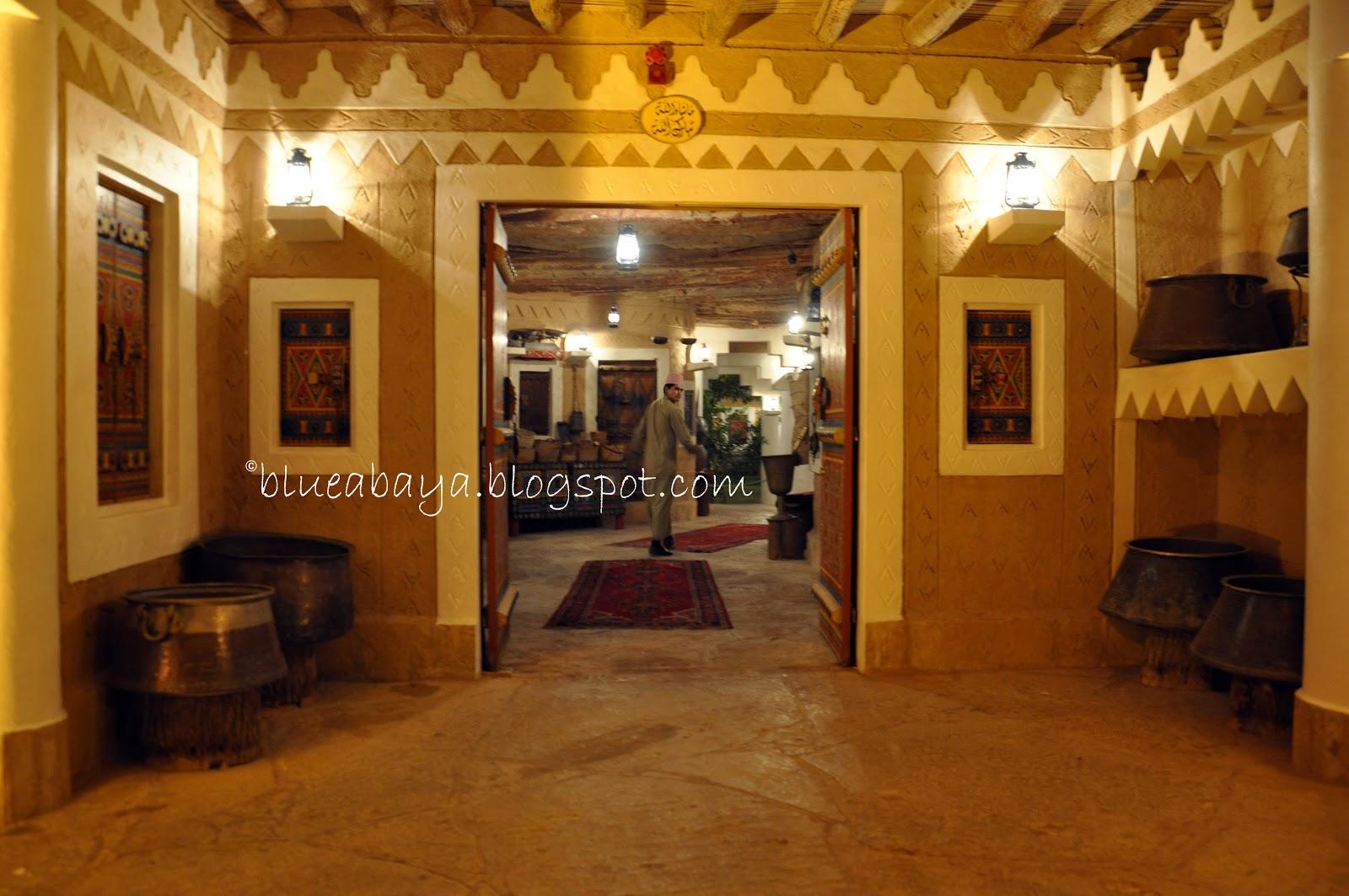 al qaryah al najdiya the najdi village restaurant blue abaya. Black Bedroom Furniture Sets. Home Design Ideas