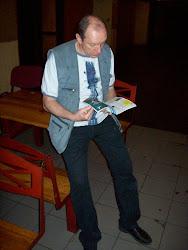 János read the magazin