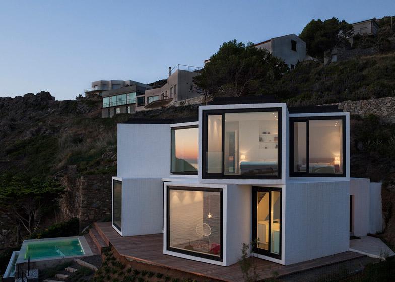 Villa con 10 viste sul mar maditerraneo in costa brava by for Case a pianta aperta