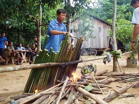 Độc đáo ẩm thực nấu ống lồ ô Kon Tum 4