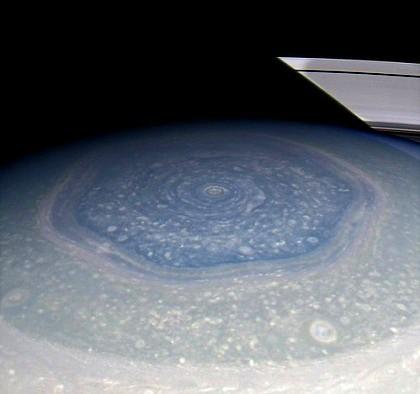 hexagono en polo norte de saturno