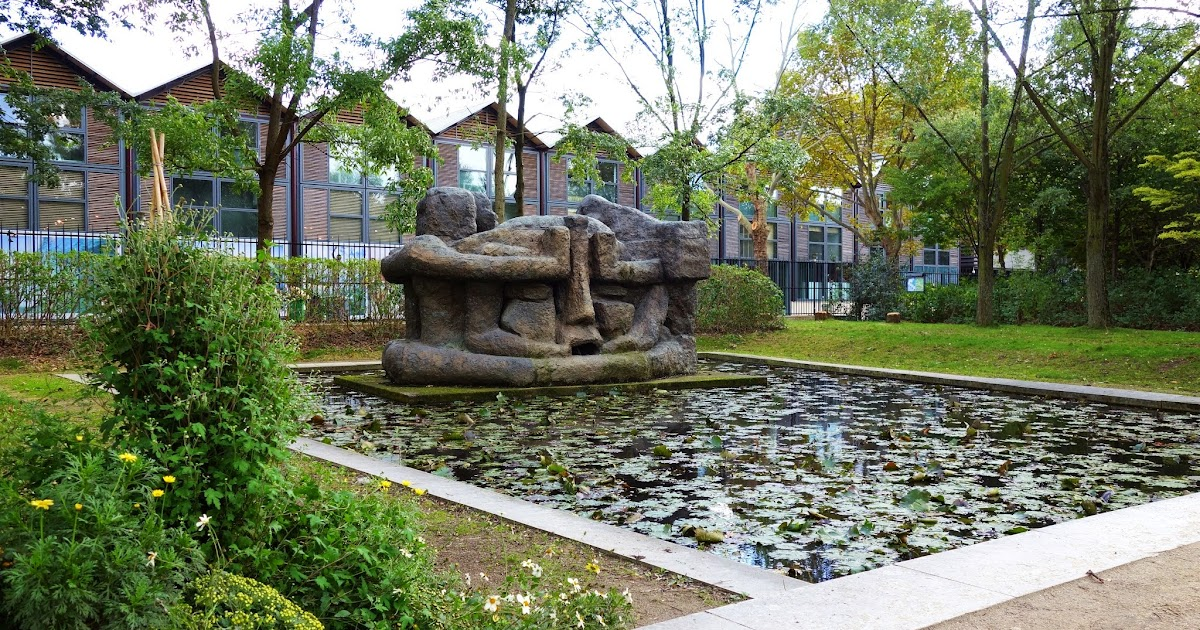 Paris demeure 10 une sculpture monumentale d 39 etienne for Jardin yitzhak rabin