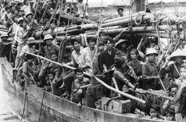 không - Còn Cờ Đỏ Sao Vàng, Cờ Máu Thì Không Bao Giờ Có Độc Lập, Tự Do, Hạnh Phúc Vietnamese+refugees+in+Hong+Kong