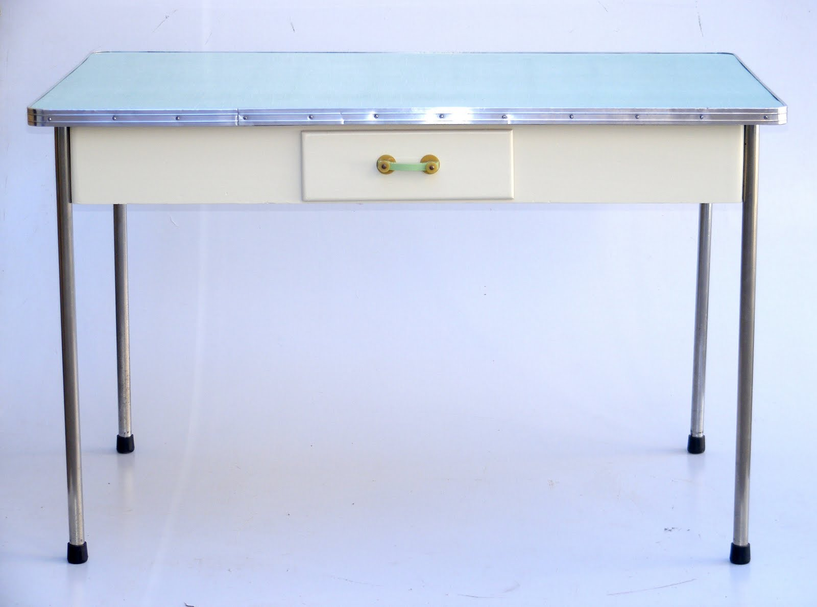 Round Formica Kitchen Table Vamp Furniture August 2011