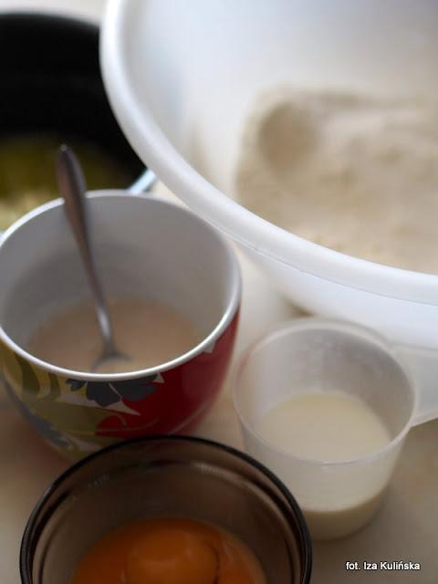 placek drożdżowy z morelami , drożdżówka z morelami i zapiekanym kremem , morele , moje wypieki ,