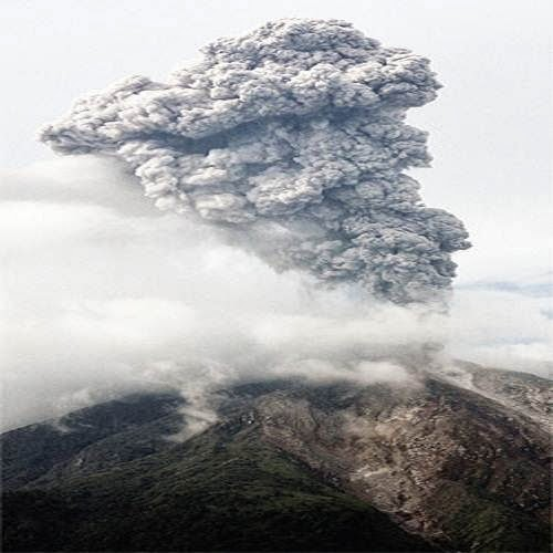 Sinabung_volcano_eruption_photo