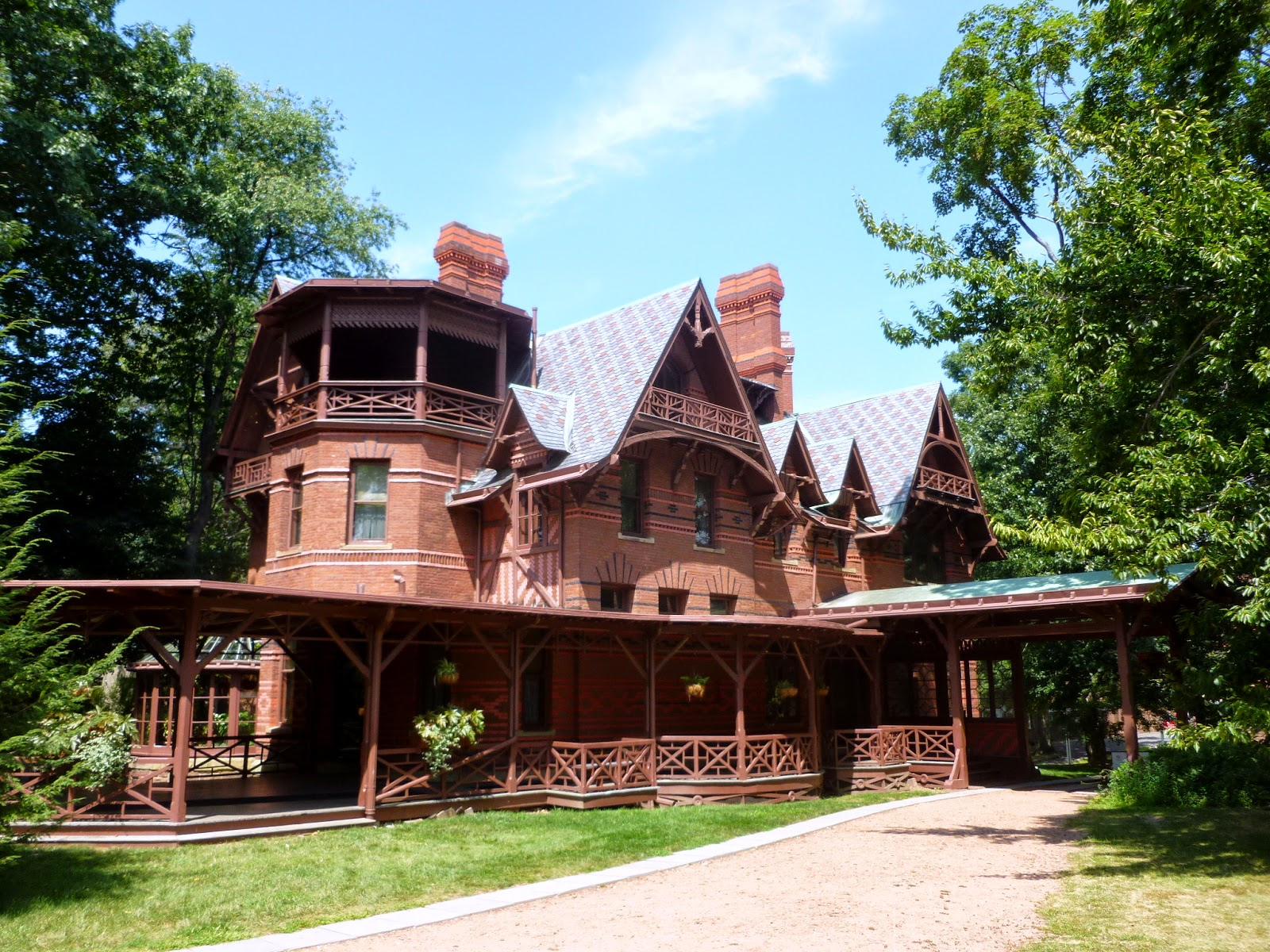 Photo ops literary site mark twain house and museum for The hartford house